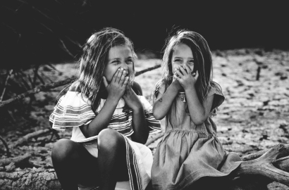 Laughing girls - photographer Caroline Hernandez